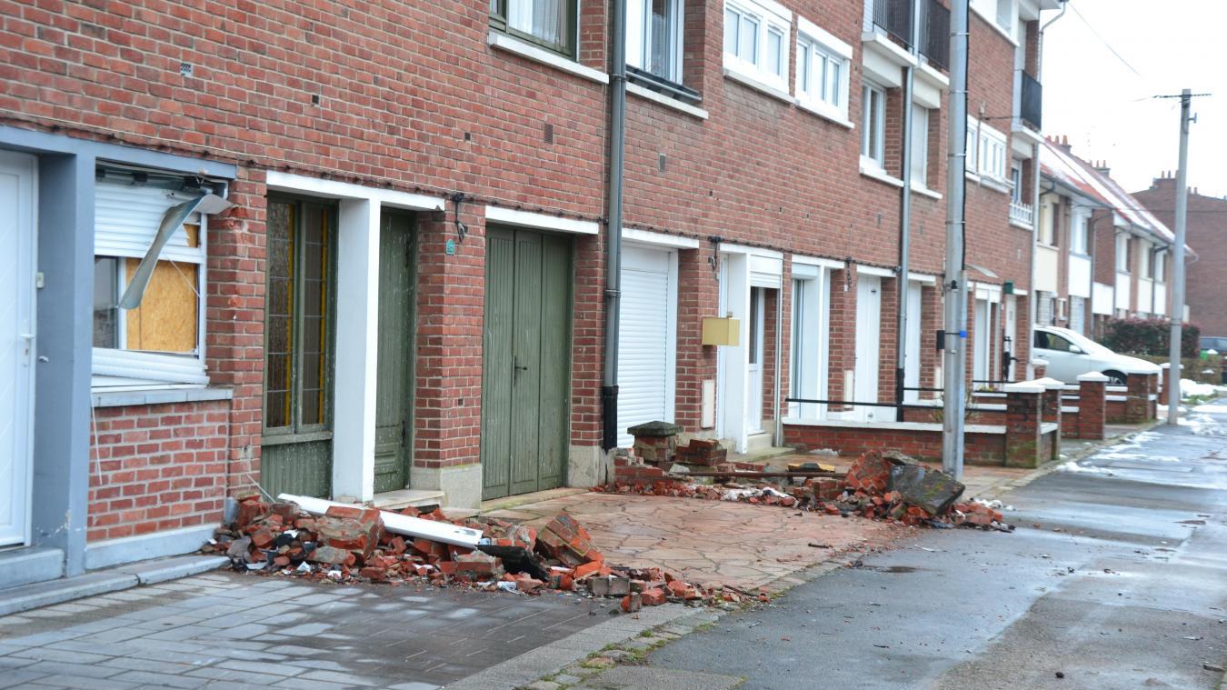 Le malfrat a terminé sa course dans une façade de la rue de Calais.