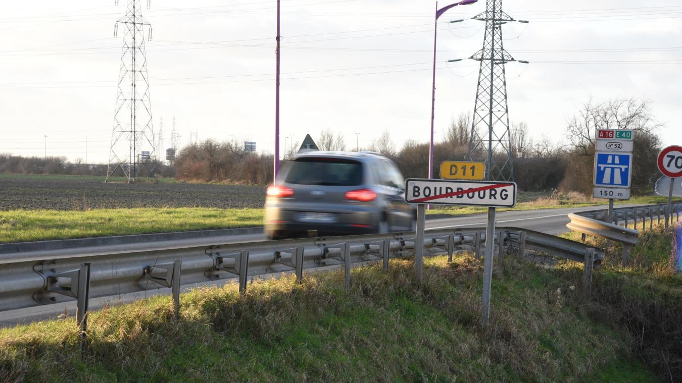 Une aire sauvage s'est mise en place depuis quelques années à la sortie de Bourbourg, en direction de l'A16. L'aire de covoiturage sera construite en face.