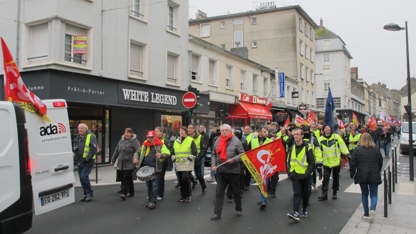 Plus de 200 personnes ont parcouru le centre-ville ce mardi matin.