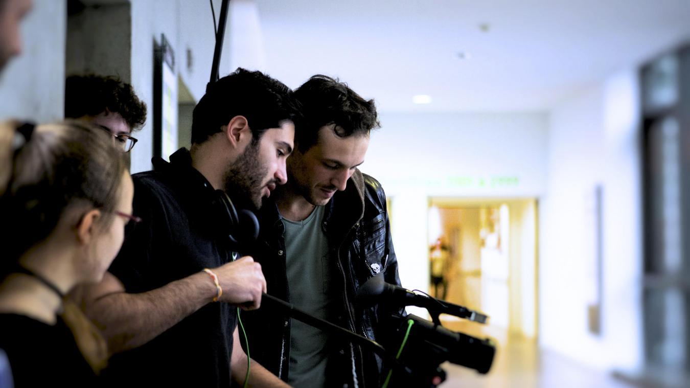 Jonathan Taverne (au fond) et l'équipe du film lors de l'un de ses tournages.
