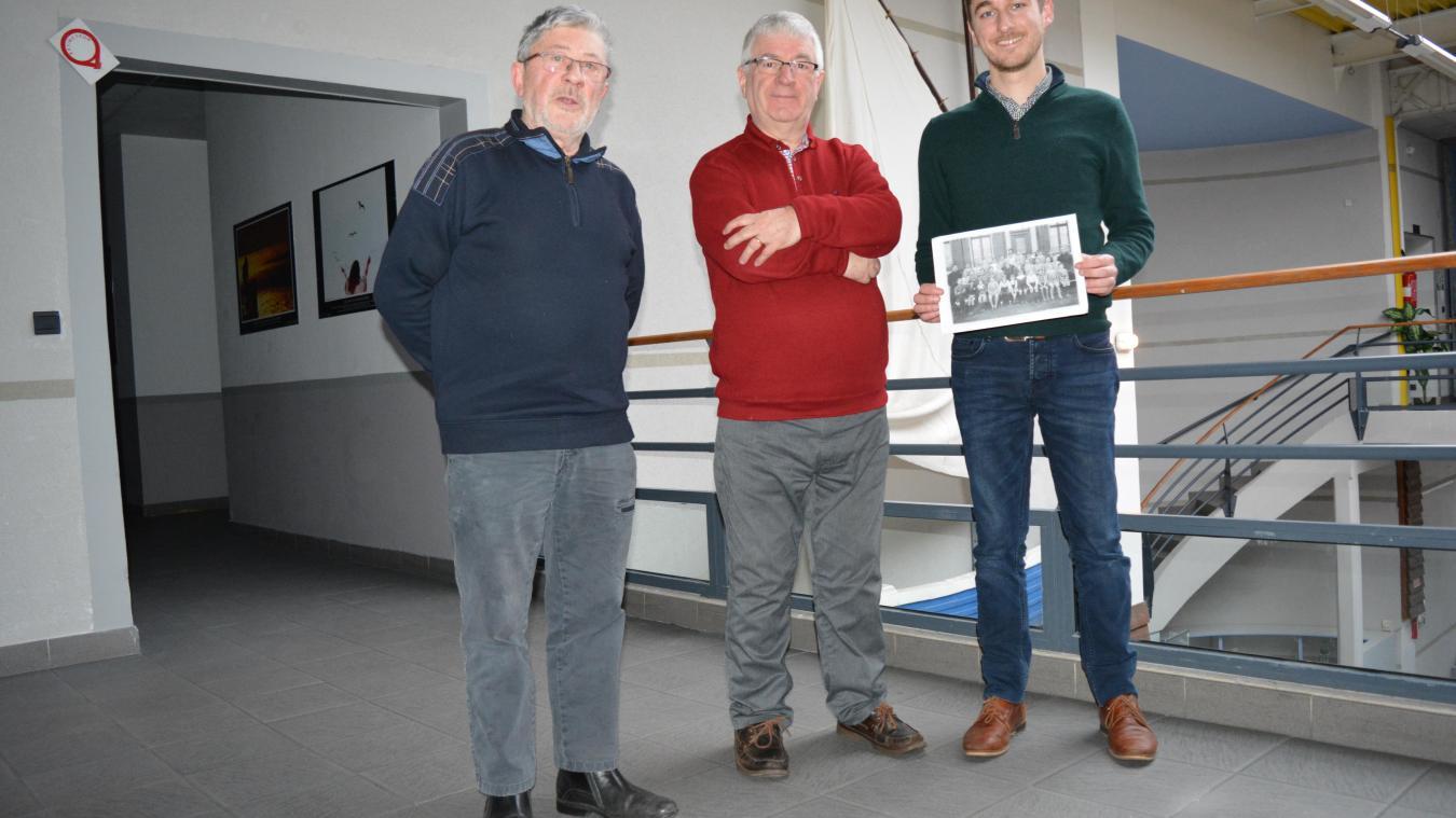 De gauche à droite  : Daniel Piton et Philippe Floure de l'association Passions culture en compagnie de Loïc Vambre, président de Mémoire d'Opale.