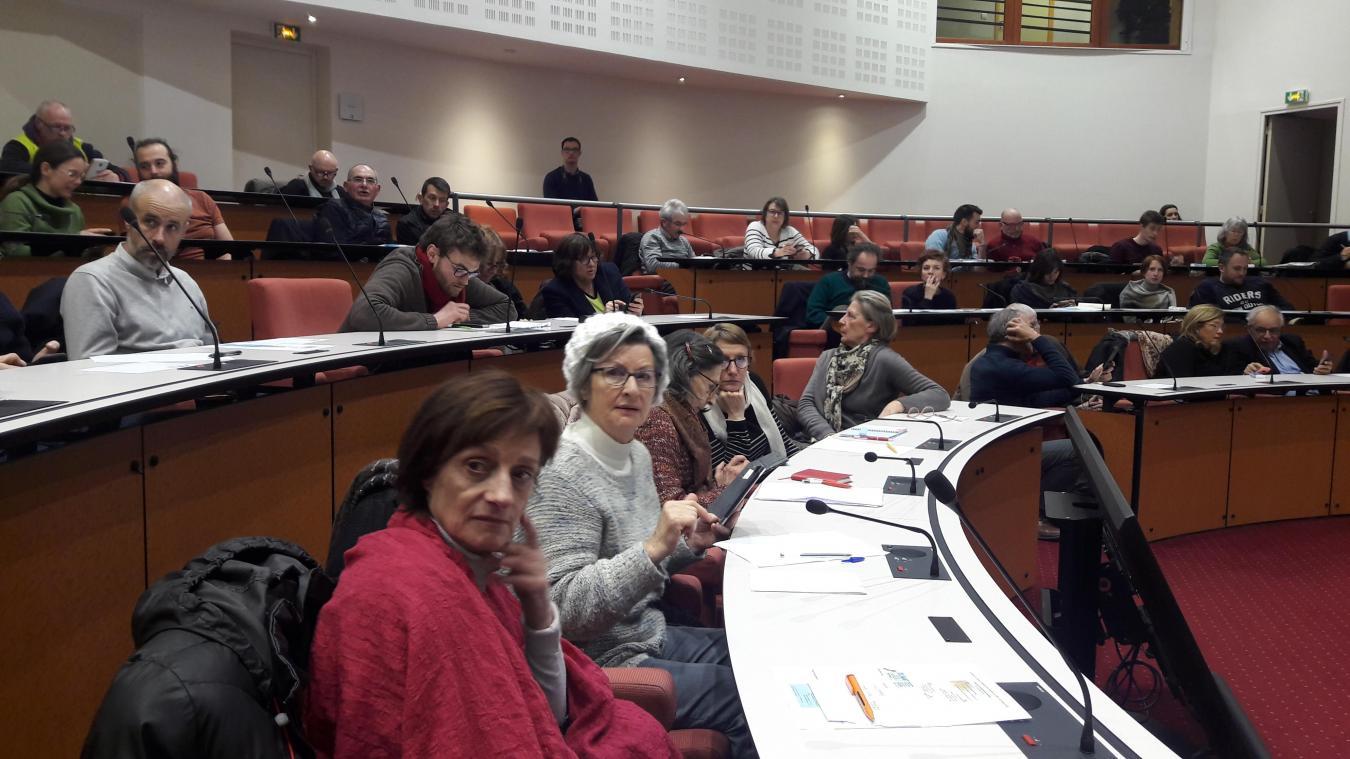 Les membres présents ont exprimé leur souhait d'être davantage associés aux prises de décision des élus locaux.