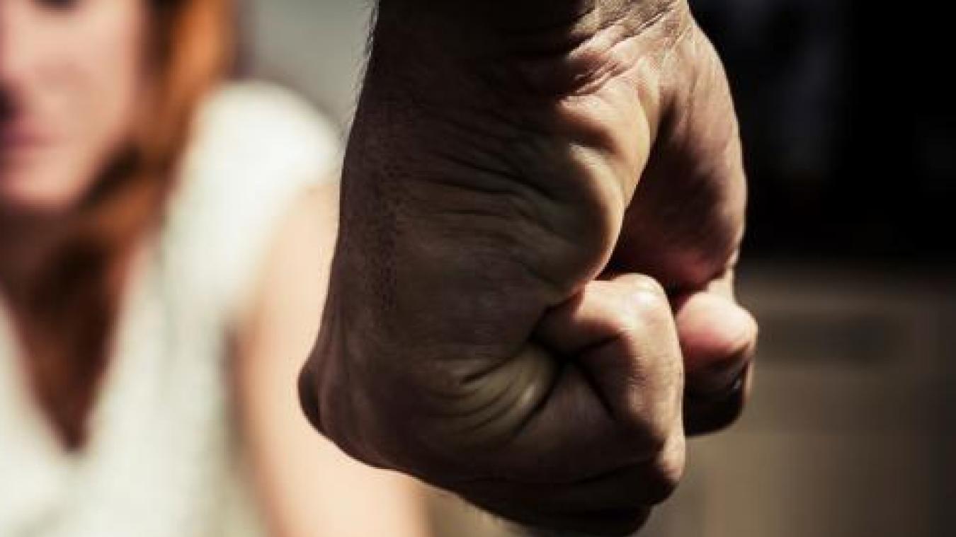Défendu par M e  Lenoir, l'Audomarois minimise les violences, parle de ''disputes de couple normales''. La victime a trouvé une fois la force de partir, mais le couple s'est réconcilié.