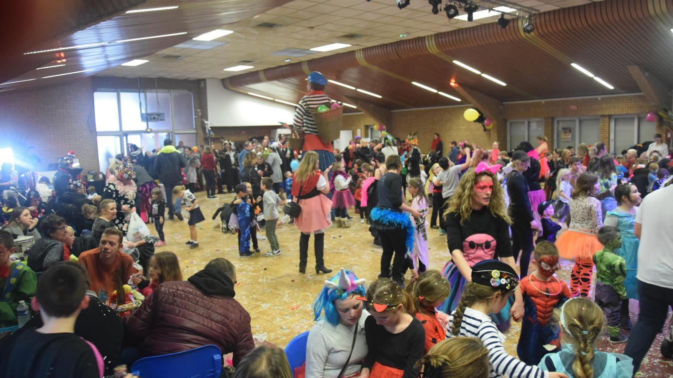 La salle des fêtes de Fort-Mardyck était pleine d'enfants, mercredi après-midi.