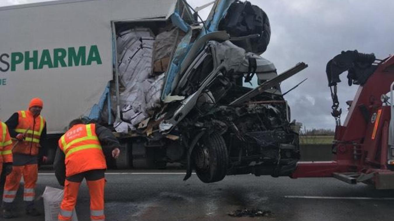 Collision entre deux camions sur l'A25, à hauteur de Steenvoorde
