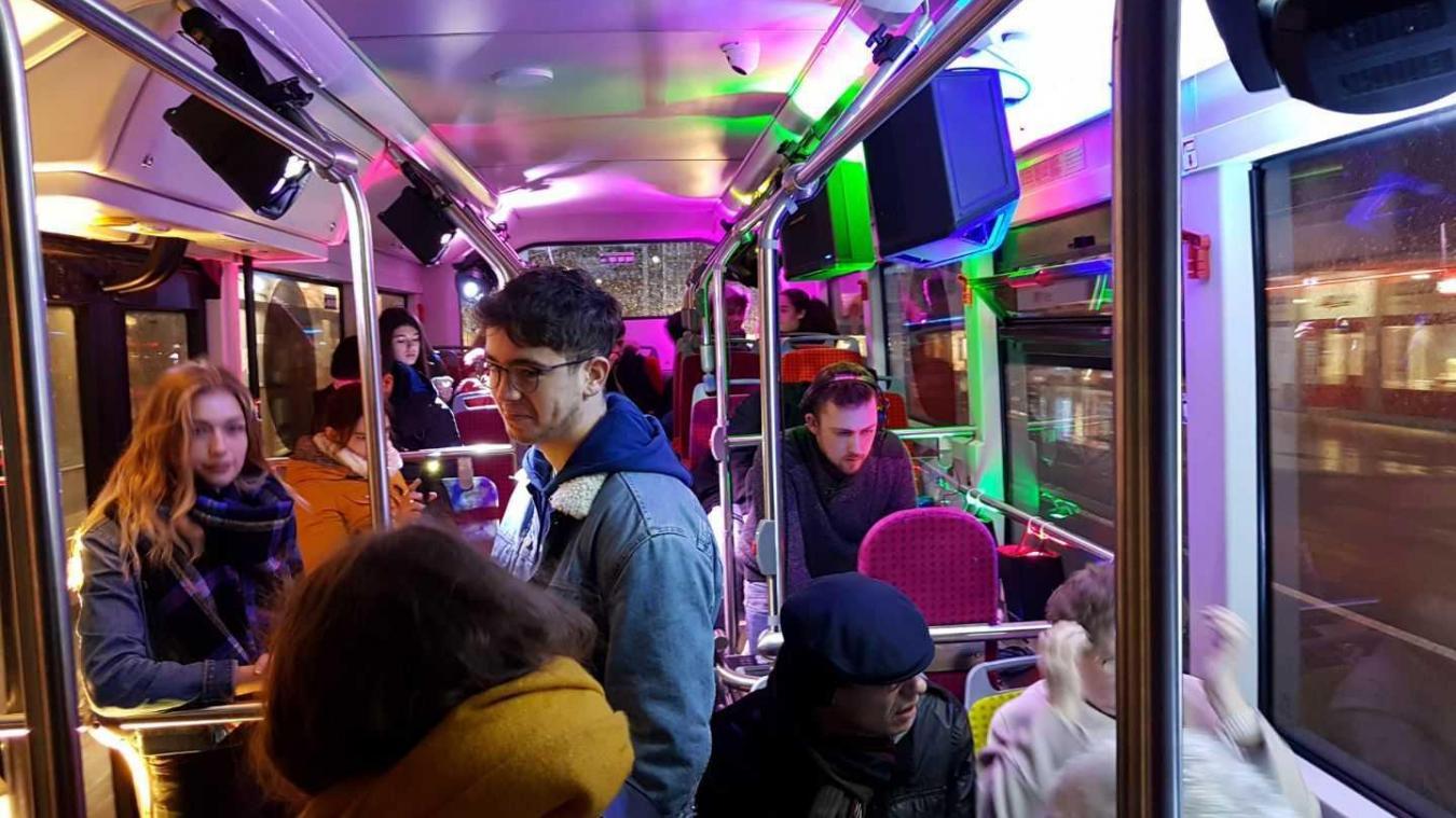 Samedi dernier, de 16 h à 20 h, les passagers du midibus fuchsia ont pu profiter de musique en mode discothèque.