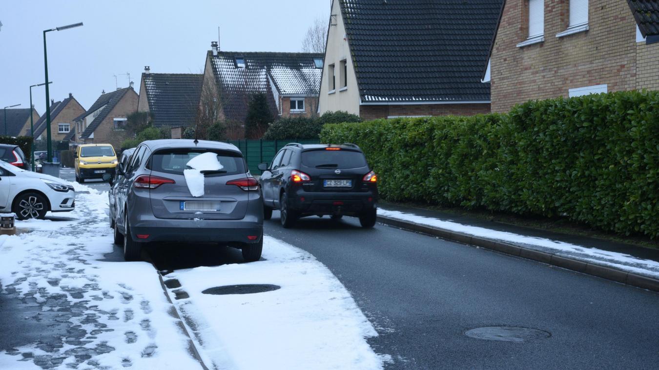 Le stationnement en alternance a l'avantage de casser la vitesse des voitures, qui doivent se laisser passer à tour de rôle.