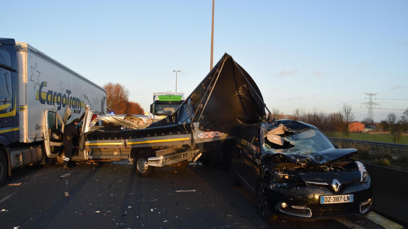 Accident sur l'A16: un mort et un blessé (photos et vidéo)