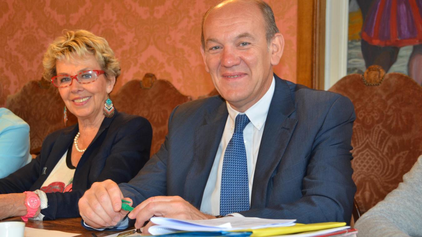 En juillet 2017, Daniel Fasquelle a passé son écharpe de maire du Touquet à Lilyane Lussignol