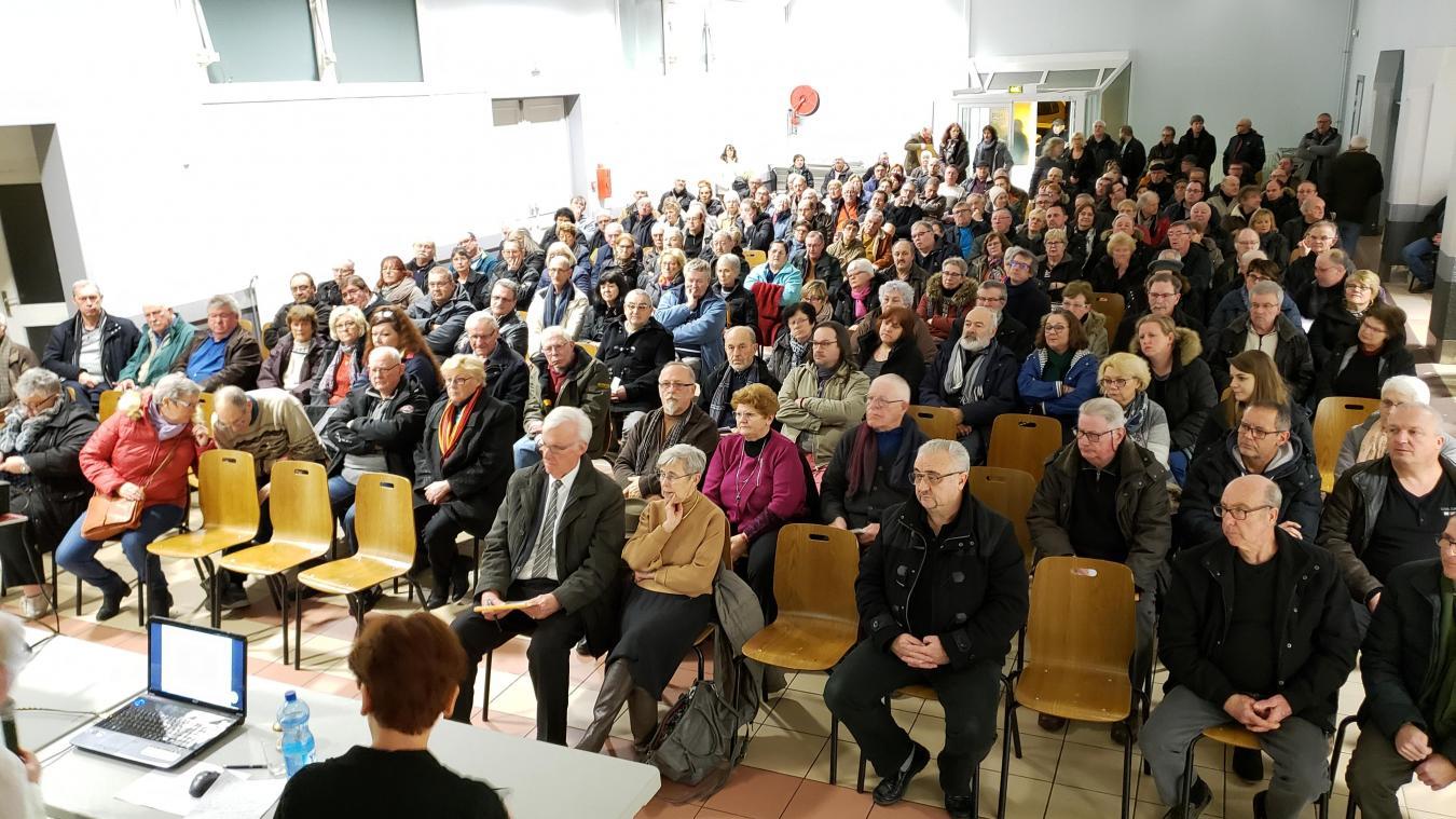 400 personnes étaient présentes à la réunion du mercredi 6 février.