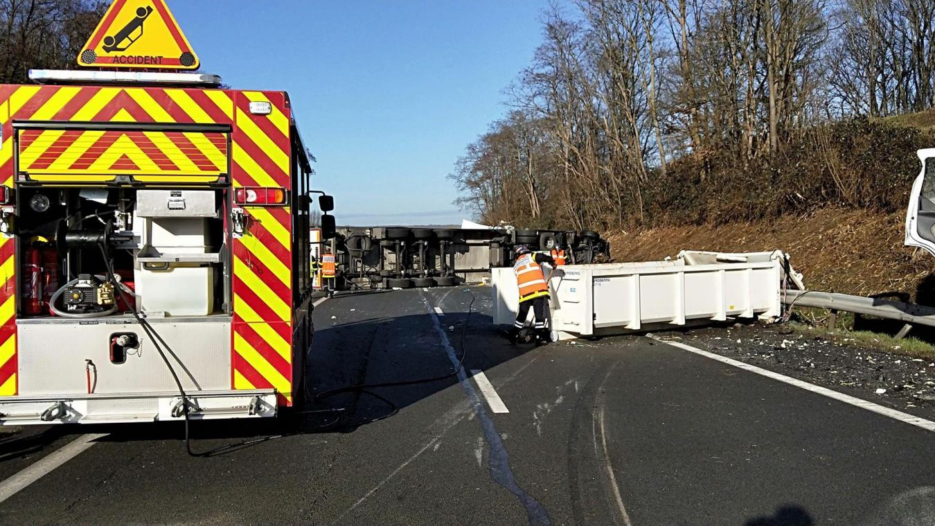 Labeuvrière : un poids lourd couché sur l'autoroute dans le sens Reims vers Calais