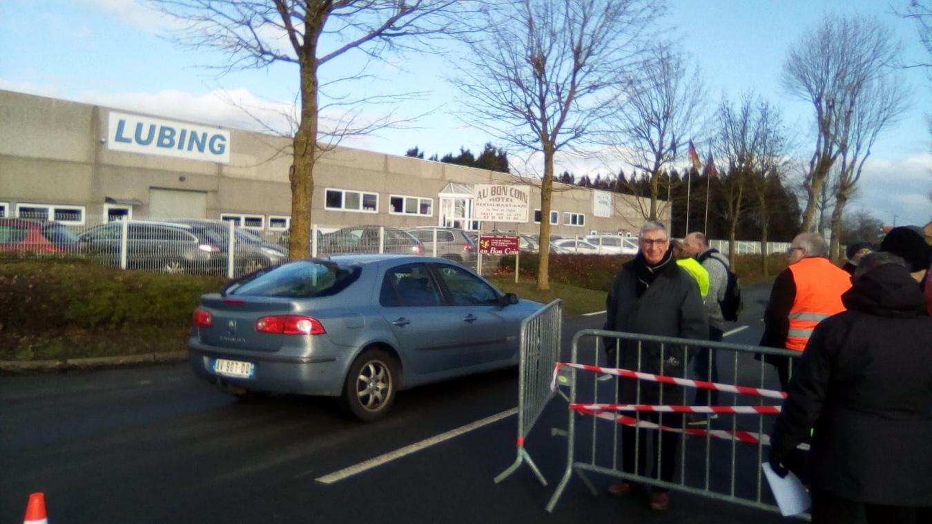 Les automobilistes peuvent aisément passer pour rentrer dans Sailly-sur-la-Lys.