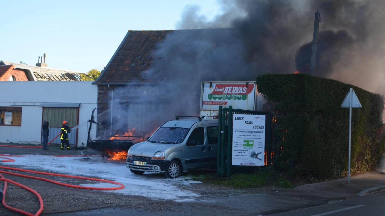 Spectaculaire incendie à Berck ce lundi matin.