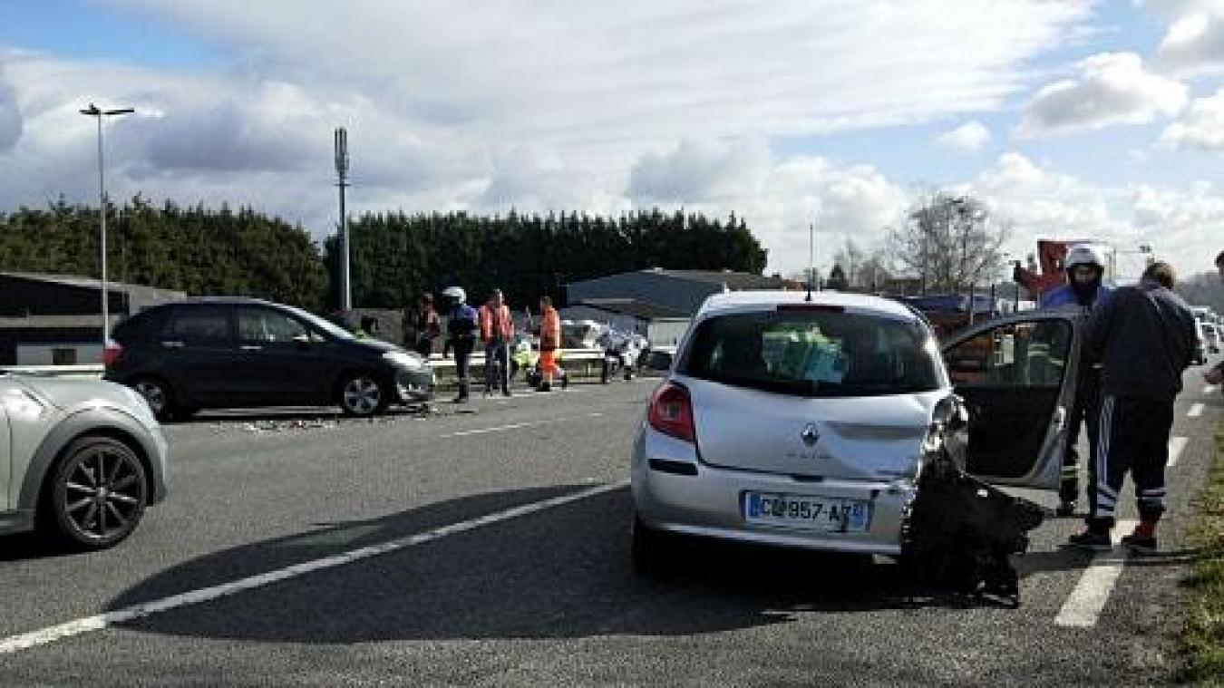 Annezin: deux voitures se percutent sur la D943