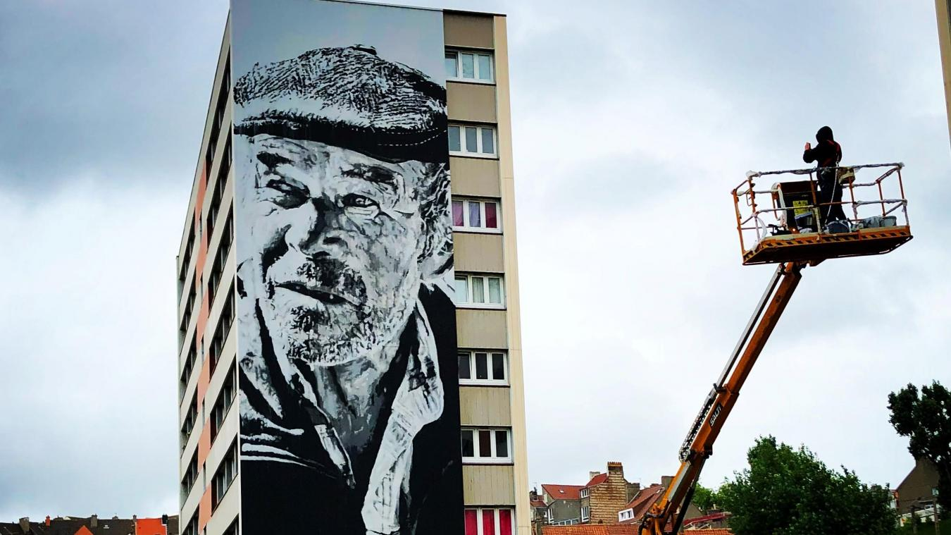 L'argent (silver street art) est venu récompenser la magnifique fresque réalisée cet été par l'artiste allemand ECB, rue Maryse Bastié.