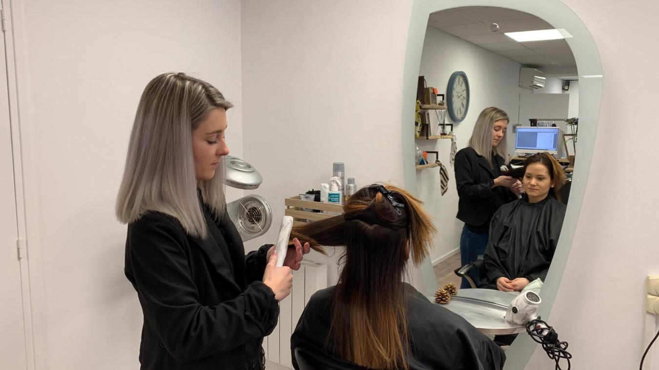 À 19 ans, elle ouvre son salon de coiffure