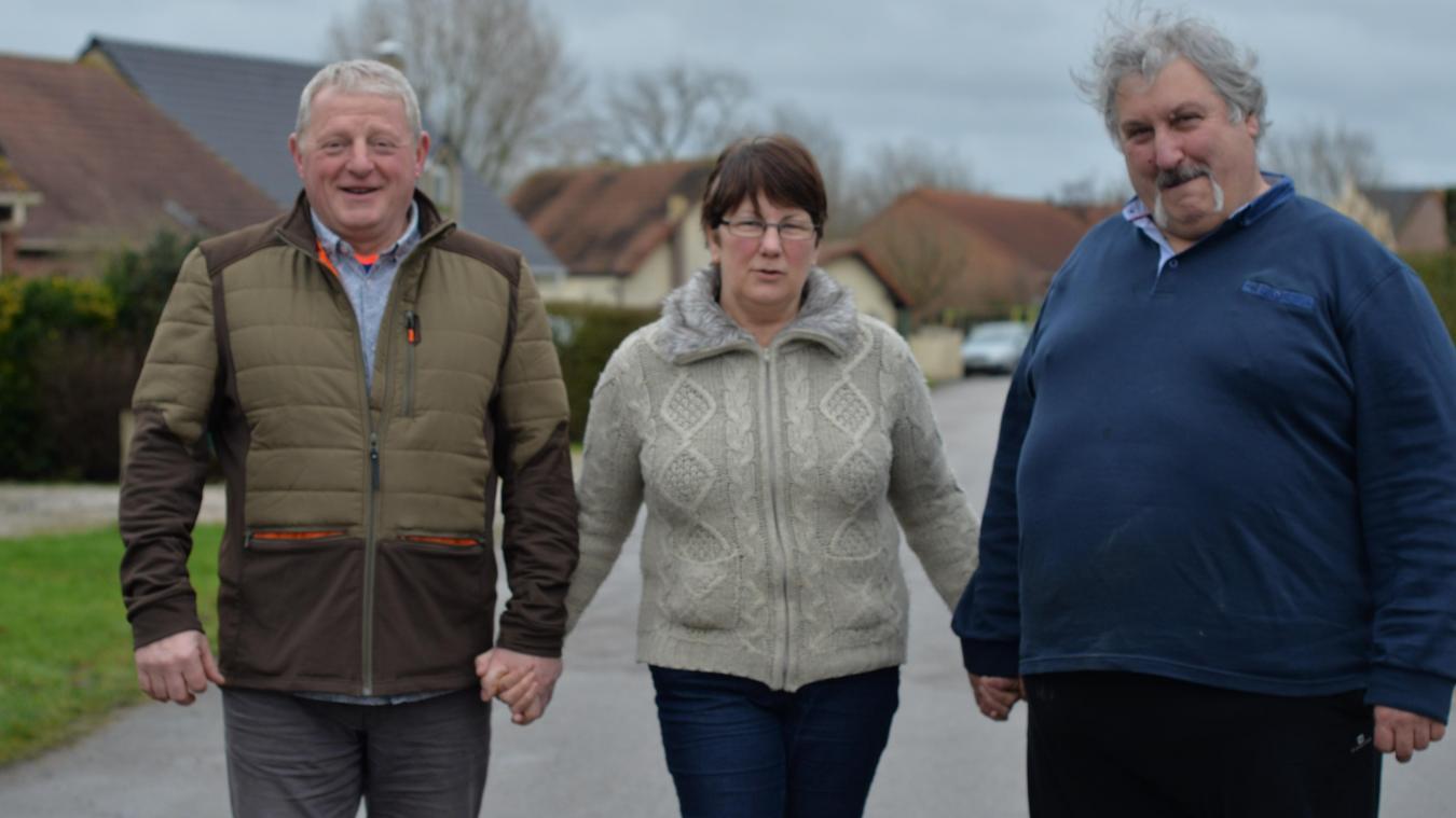 Jean-Claude Duribreux, président de l'association du jogging eeckois, sa femme, et Régis Wyckaert, vice-président sont impatients de lancer la première marche des célibataires.