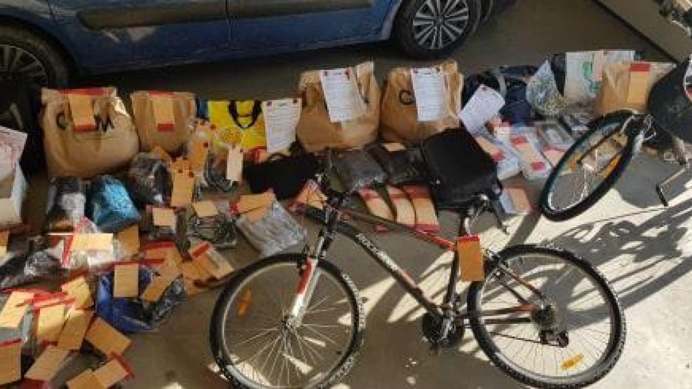 La gendarmerie a diffusé sur sa page Facebook une photographie de plusieurs objets volés.