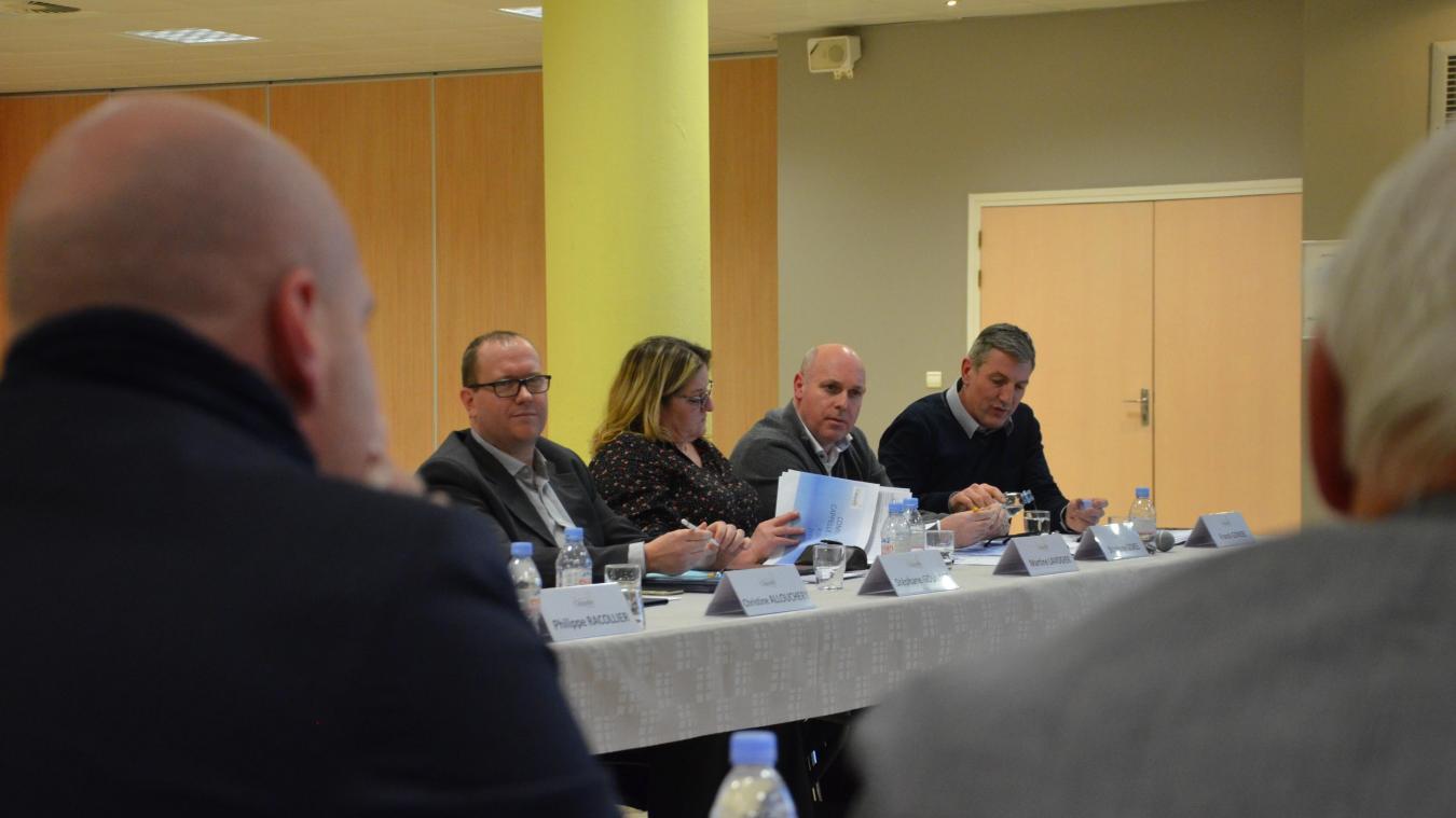 L'opposition (de gauche à droite : Stéphane Gouvart, Martine Lavogier, Stéphane Gokel et Franck Gonsse) n'a pas manqué de réagir à la situation financière.