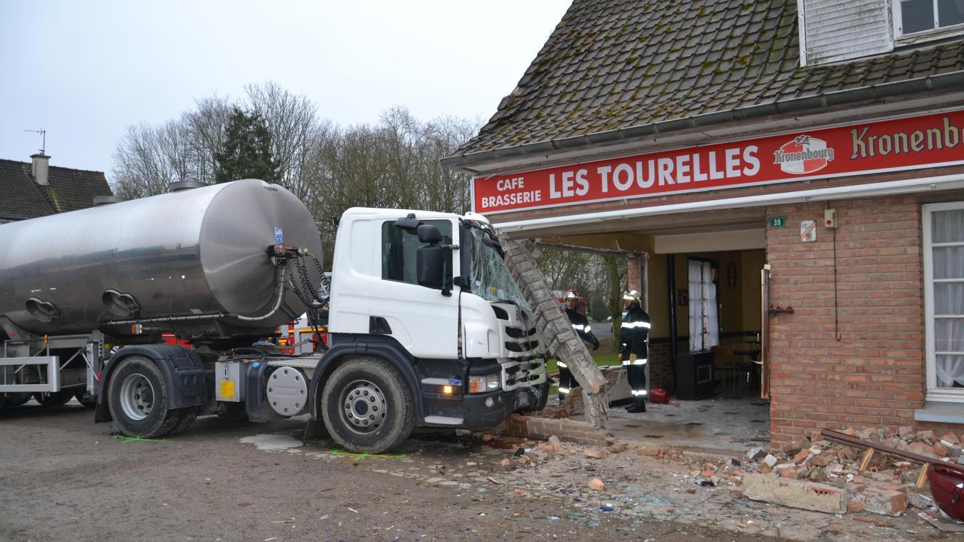 Cet accident survenu en février 2015 dans le centre de Renescure montrait encore une fois la nécessité de mettre fin à la traversée sur village par les camions et de créer un contournement de la RD 642.