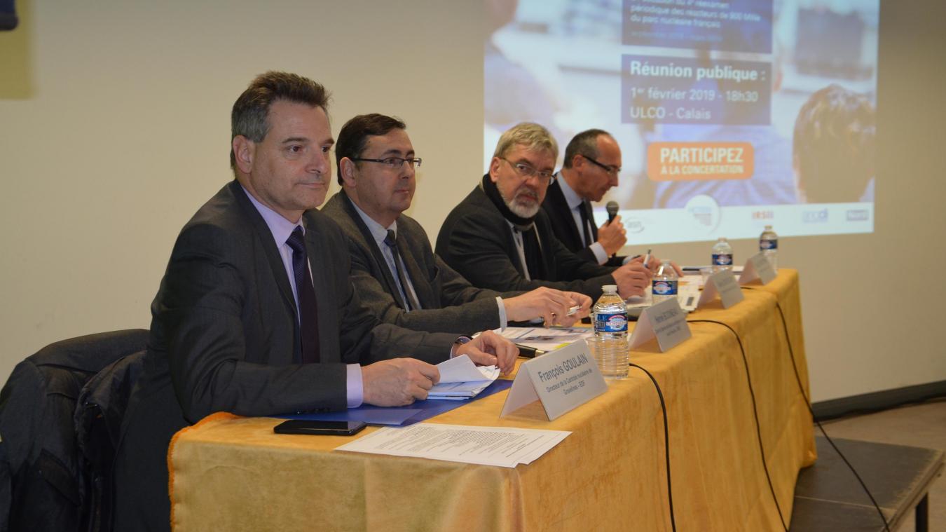 Élus et représentants de la centrale nucléaire de Gravelines ont animé la réunion publique.