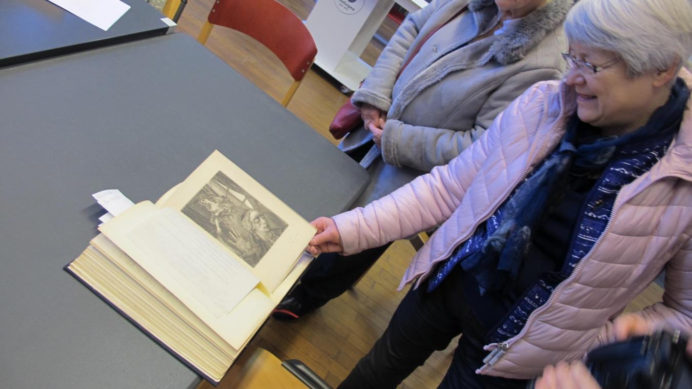 L'album comporte des notes manuscrites de Valentine Hugo et une foultitude de détails sur son parcours artistique.