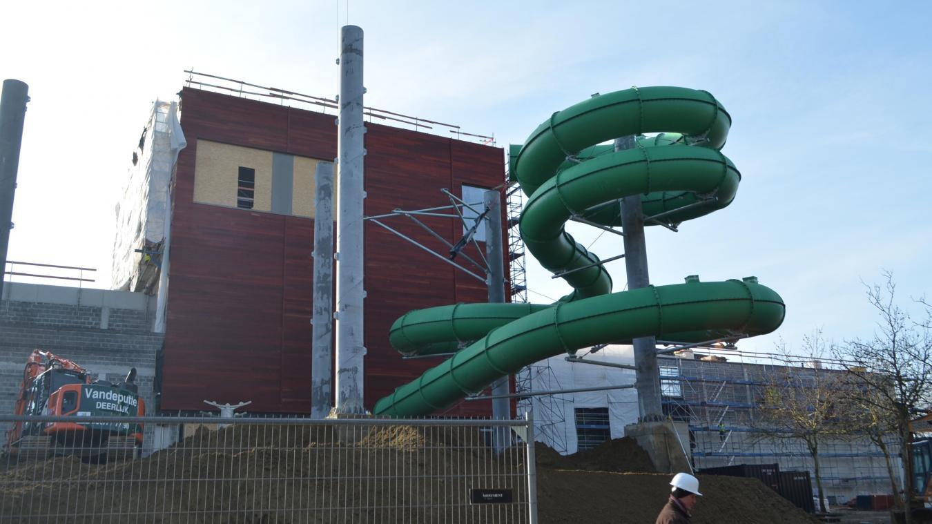Le parc aquatique Bellewaerde Aquapark lève le voile sur ses toboggans. L'installation du Splash Clash, toboggan de course a commencé.