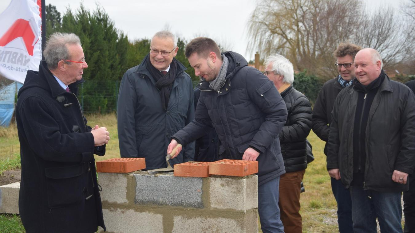 Une première pierre pour huit maisons à Groffliers