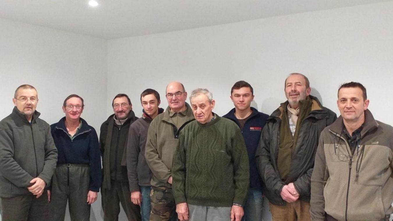 Les nouveaux membres élus de la société de chasse.