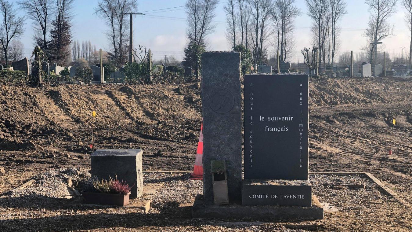 La stèle se retrouve cernée par les travaux du projet Cœur de Ville.