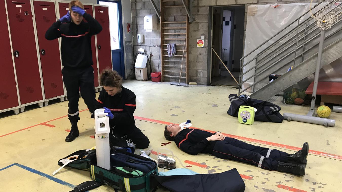 Les Jeunes sapeurs pompiers de Marquise passent les examens de prompt secours en vue de l'obtention de leur brevet.