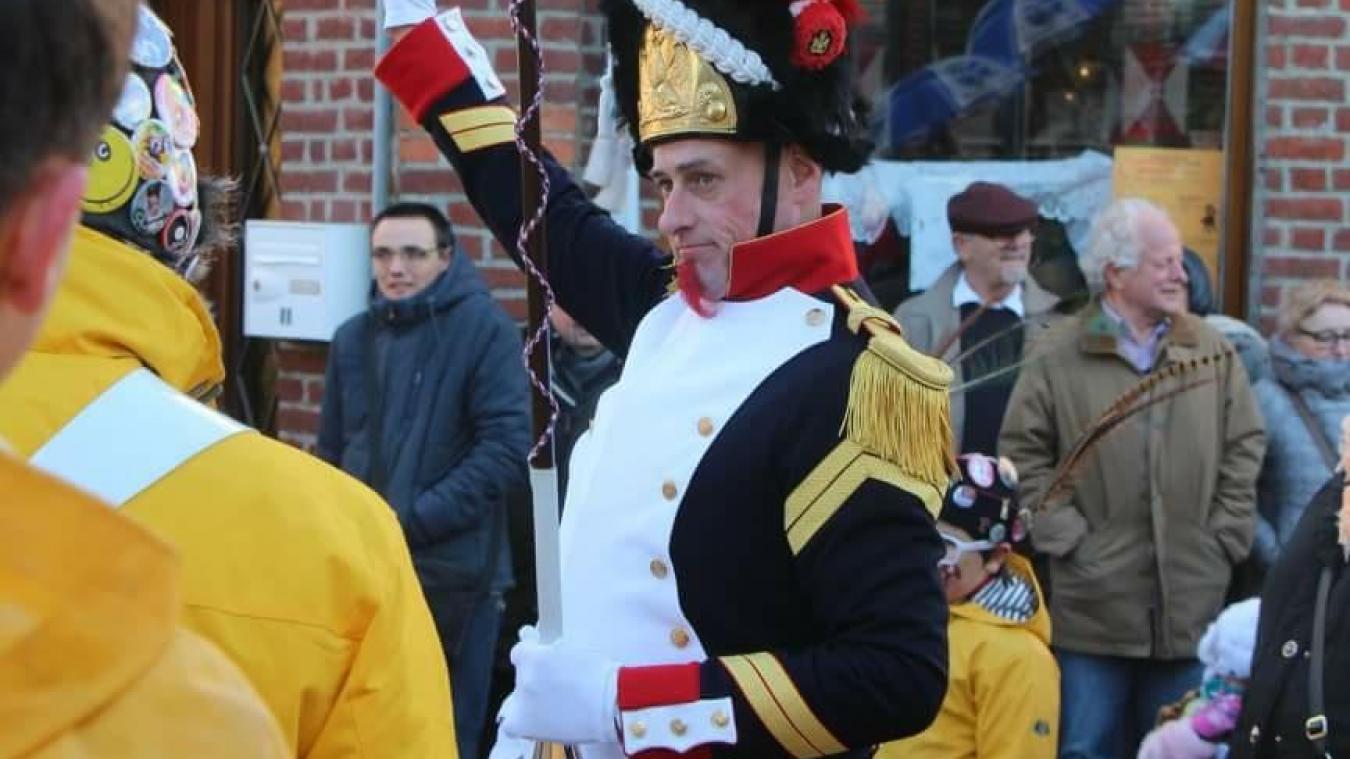 Pouch'lô 1 er  est le tambour-major de Loon-Plage. Depuis trois ans, il dirige aussi la bande de Godewaersvelde.