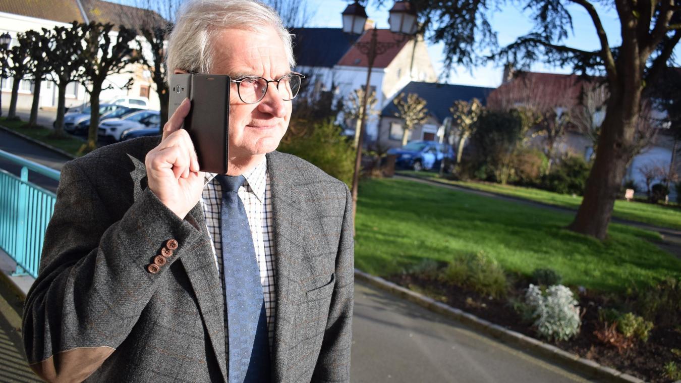 Quand il est en mairie, le maire, Pierre Bouttemy, doit, pour téléphoner, soit se mettre près de la fenêtre, soit monter au premier étage, soit sortir...