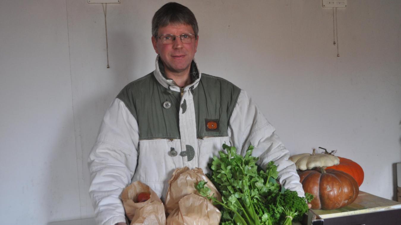 Jean-Paul Vasset souhaite trouver un groupe de consommateurs désireux d'acheter, à un prix juste, des fruits et légumes sains.