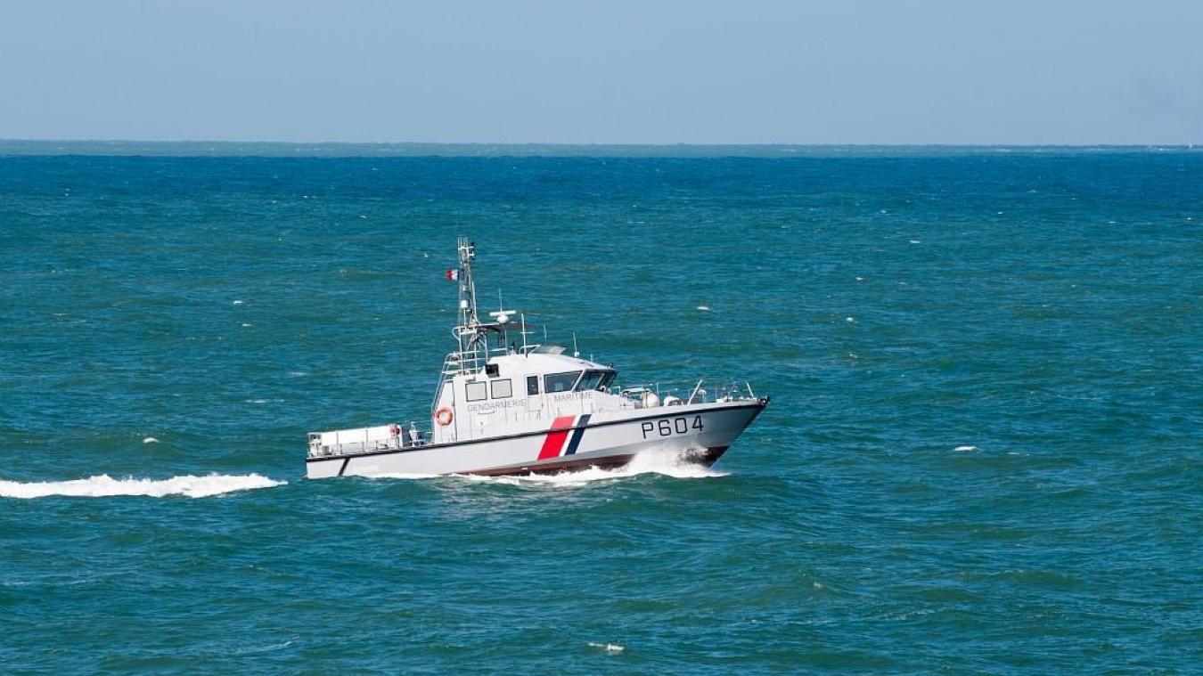 La vedette côtière de surveillance maritime (VCSM) « Scarpe » de la gendarmerie maritime de Boulogne-sur-Mer a été engagée pour récupérer le groupe de migrants.