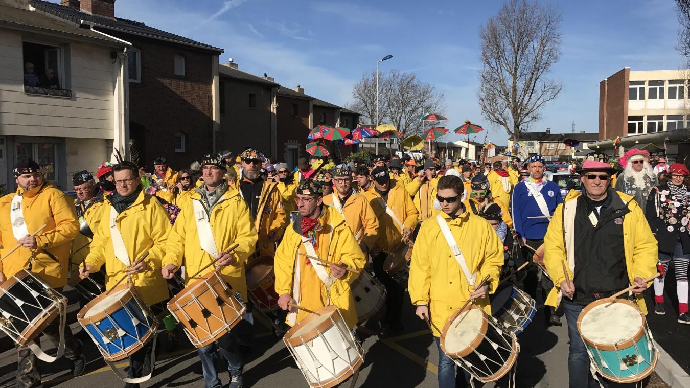 Chaque année, la bande attire plusieurs centaines de carnavaleux.
