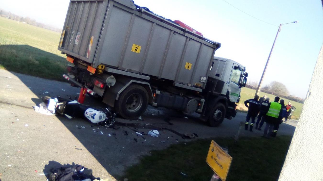 L'accident s'est produit entre un camion et une moto de type 125.