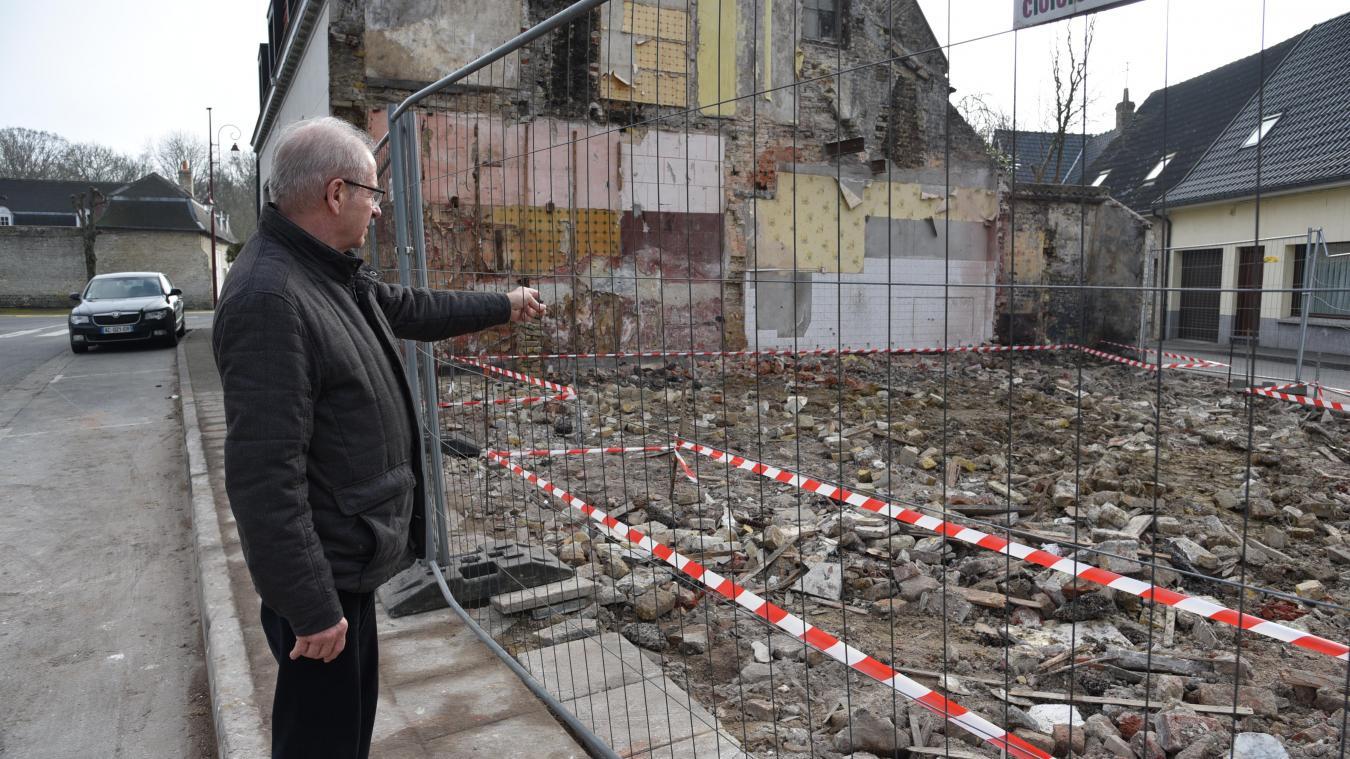 La maison vient d'être démolie. Des travaux vont suivre pour remettre en état le terrain.