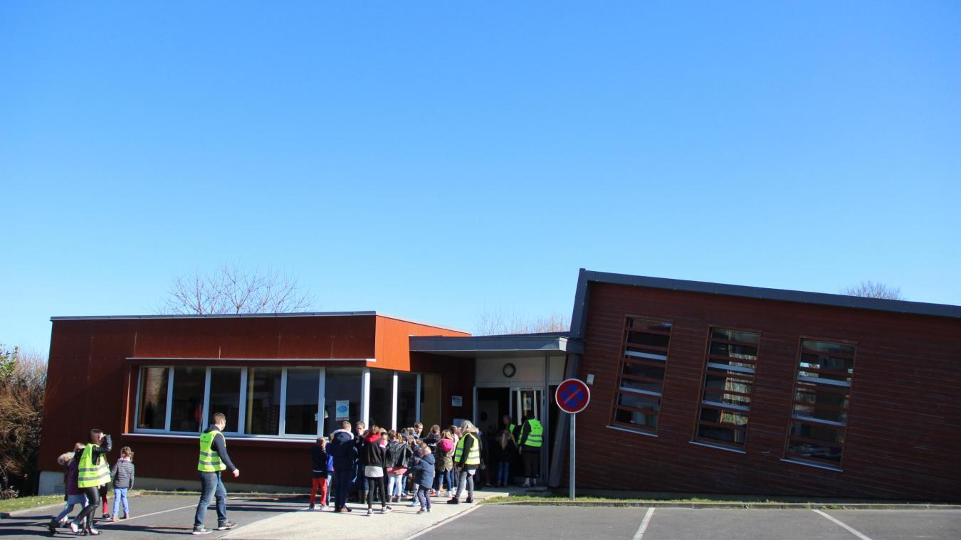 110 enfants des écoles Deneux et Tillier mangent chaque jour dans la salle depuis le mois de juillet.