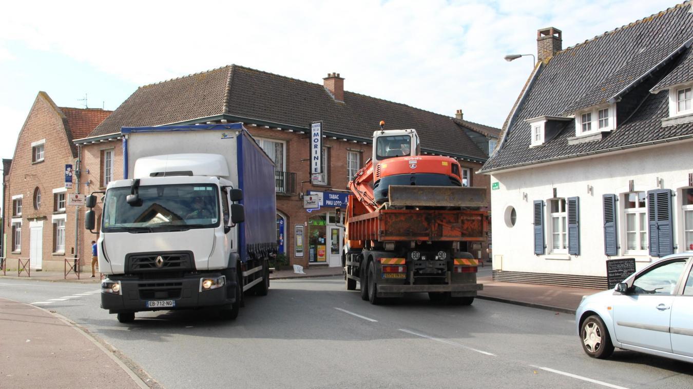 Les camions, hors dessertes locales, devront passer par l'A25 et l'A16 plutôt que par la RD 642.