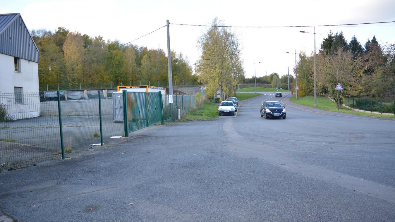De nombreuses automobilistes se garent déjà sur le bas-côté pour covoiturer.