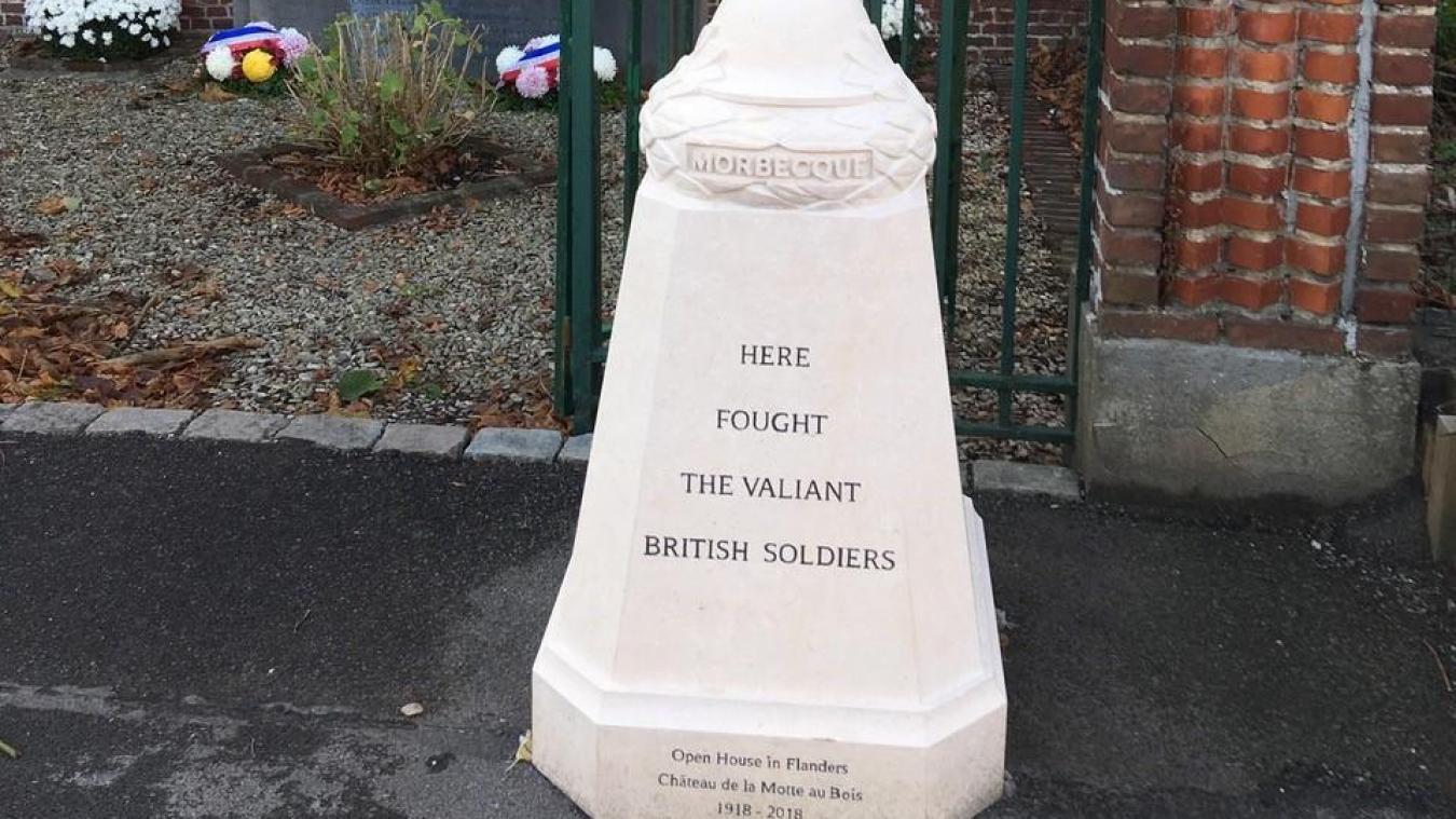 La borne a été installée à proximité du monument aux morts de la Motte-au-Bois.