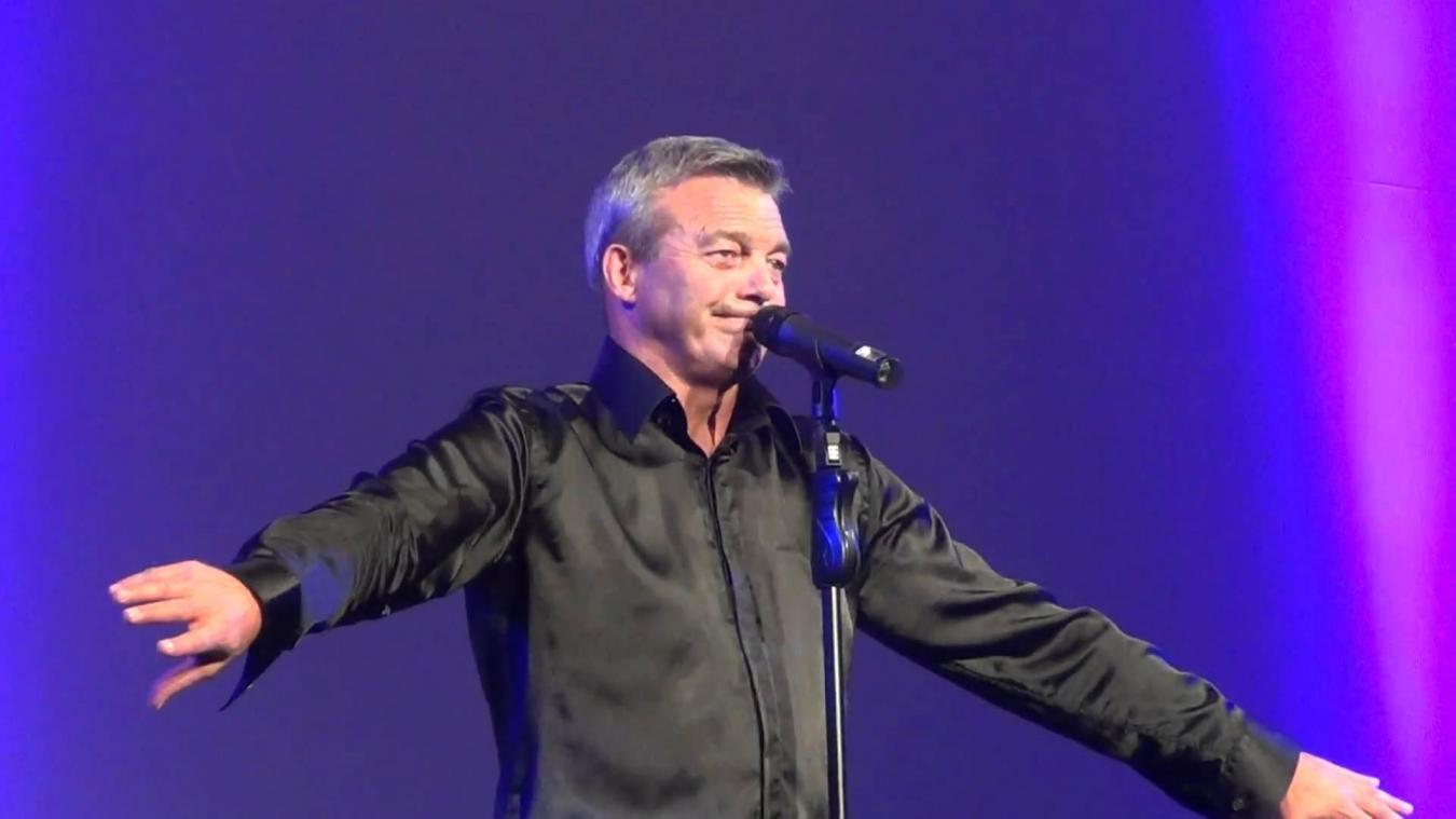 Pierre Lemarchal, sur la scène de Réty avec ses musiciens le 9 mars 2019.