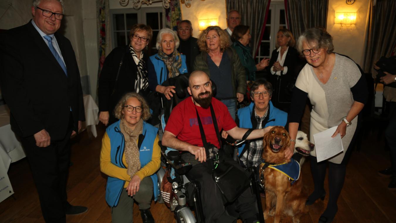 Les membres du Lions Club de Montreuil et ses Vallées étaient réunis pour mettre à l'honneur le chien Maestro et l'association Handi'Chiens.