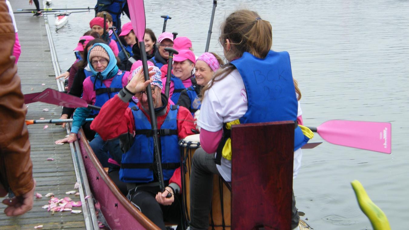 Le nouveau Dragon Boat est entièrement rose, aux couleurs de la lutte contre le cancer du sein.