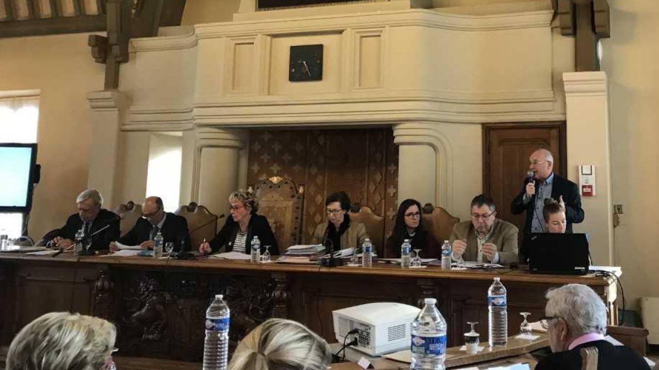 Le maire du Touquet Lilyane Lussignol a ouvert le conseil municipal avec la problématqiue du ramassage des déchets verts.