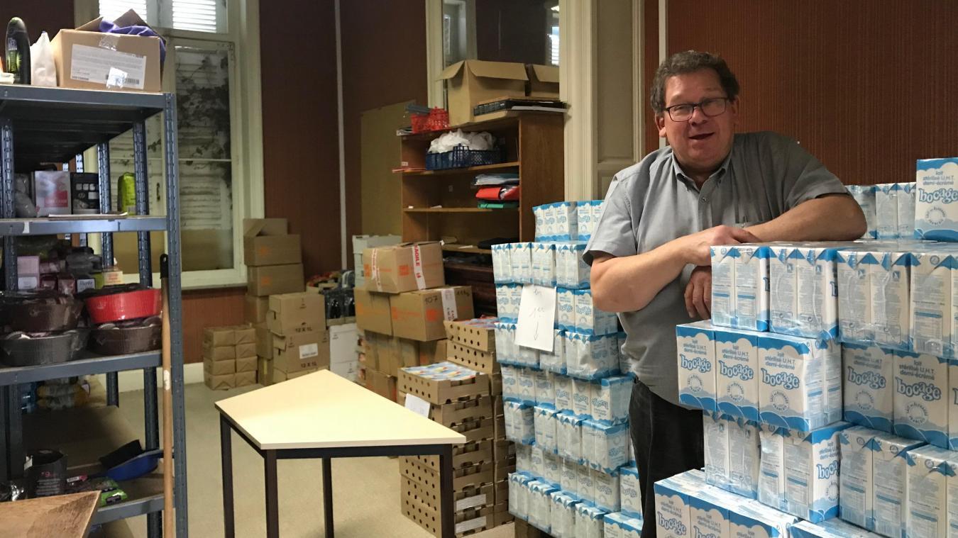 Jean-Paul Cotte, président de la Croix Rouge d'Hazebrouck, et les bénévoles se démènent pour récolter des provisions.