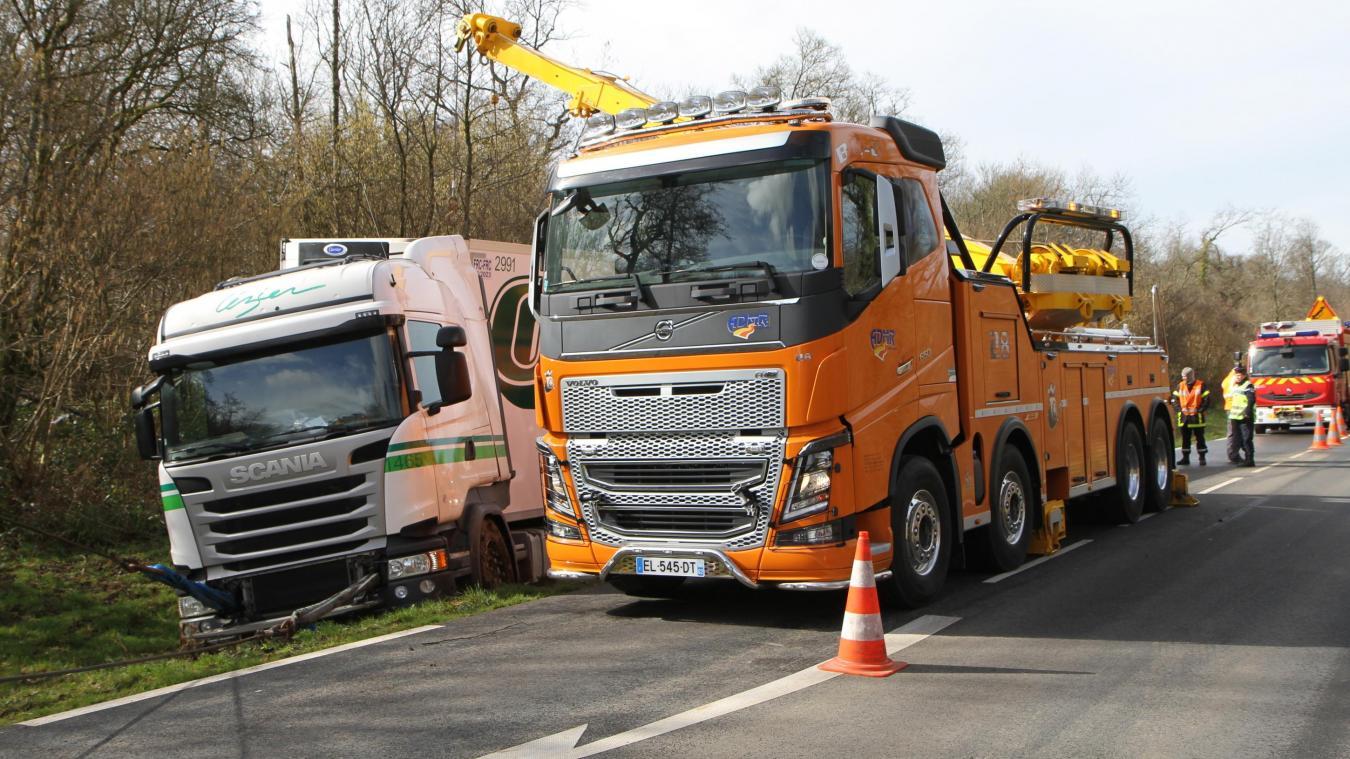 Légèrement blessé, le chauffeur a été transporté vers le centre hospitalier Duchenne.