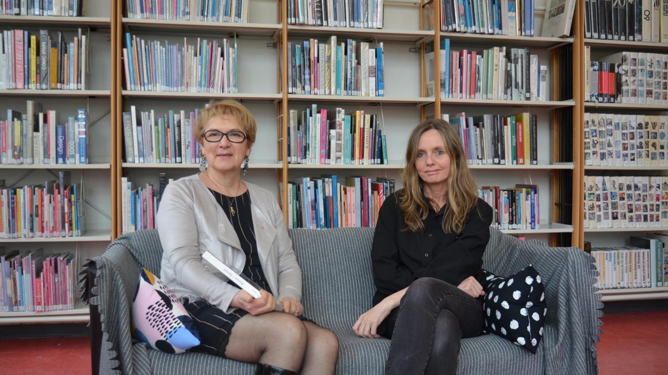 Maryse Bertoux et Sylvie Manier, installées dans la nouvelle salle détente de la médiathèque.