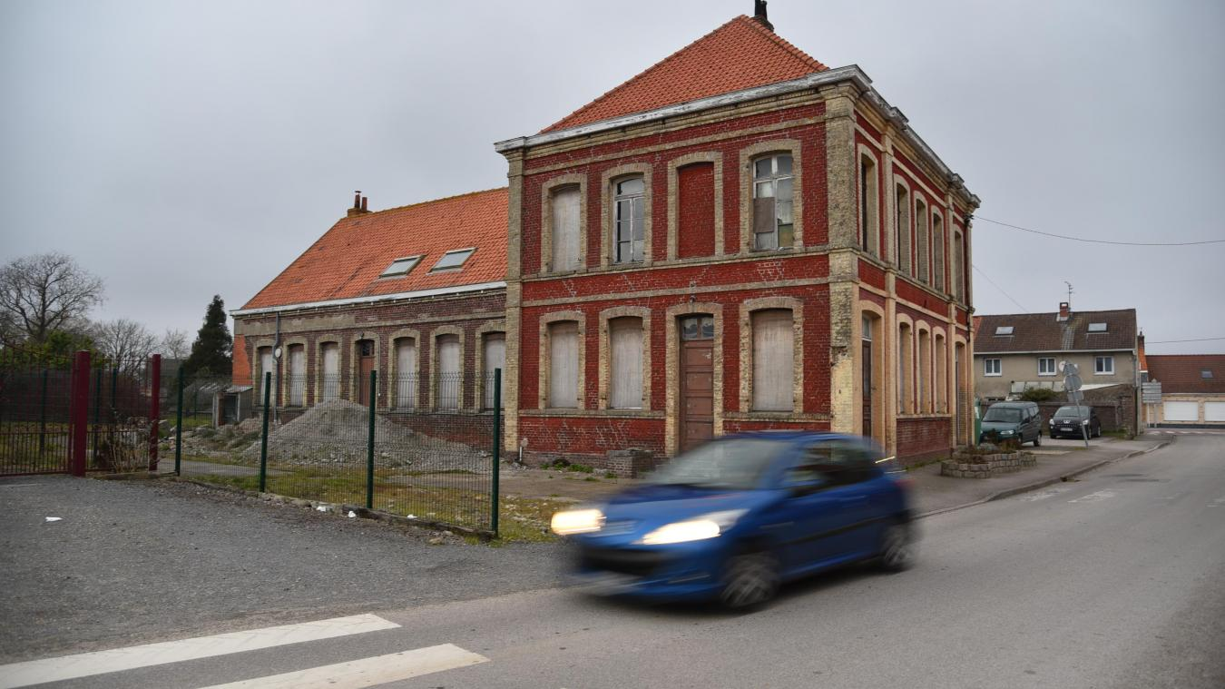 Les locaux de l'ancienne mairie, près de l'église, sont à l'abandon depuis 2010.